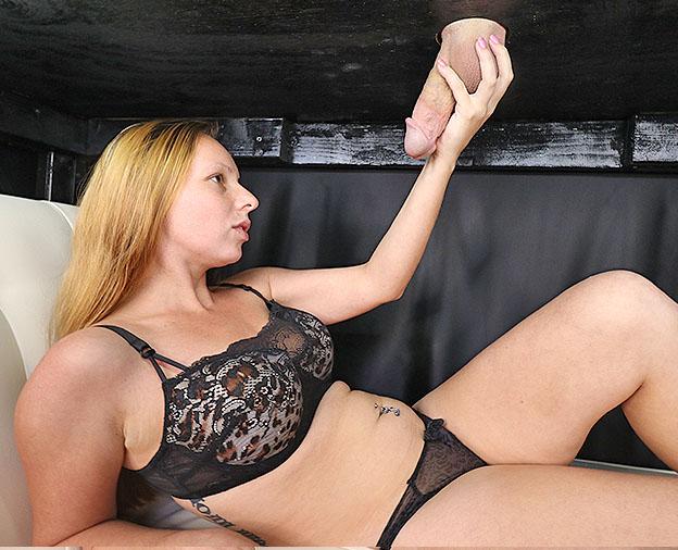 Zoe Rae: Body Blast
